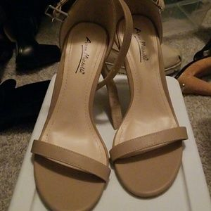 Anne Michme heels nude